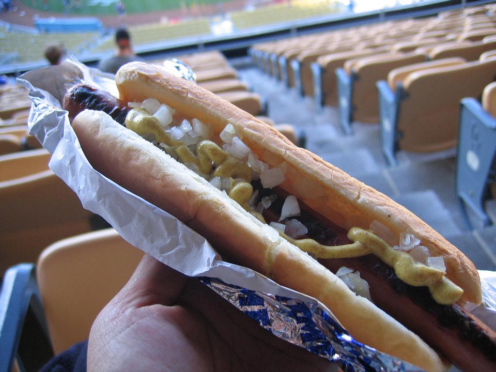 なんだか美味しそうな、あのメジャーリーグのホットドッグを食べてみた。