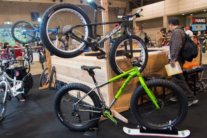 流行のきざしをみせている極太タイヤのMTB「ファットバイク」は大人気