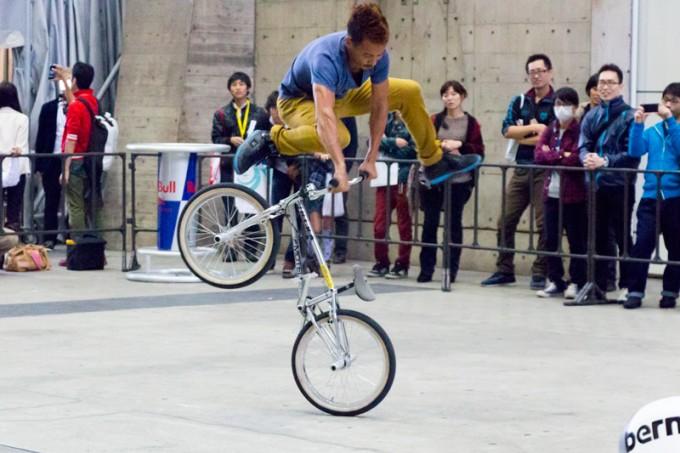 プロのテクニックを間近で見られるのもサイクルモードならでは