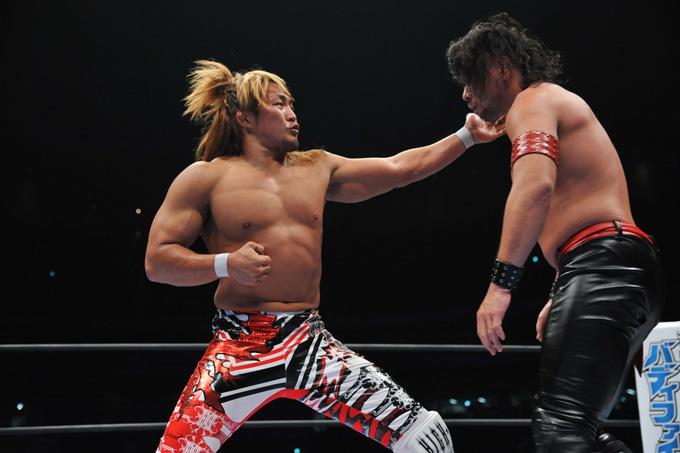 棚橋弘至選手(左)のトレーニング本はベストセラーにもなりました ©NJPW