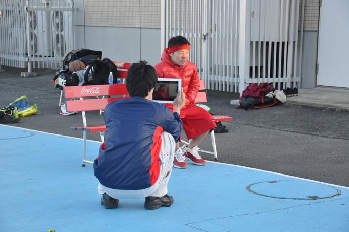 撮影はビデオカメラとiPadを駆使して行われる。演技指導から編集まですべてJUNJUNさん主導