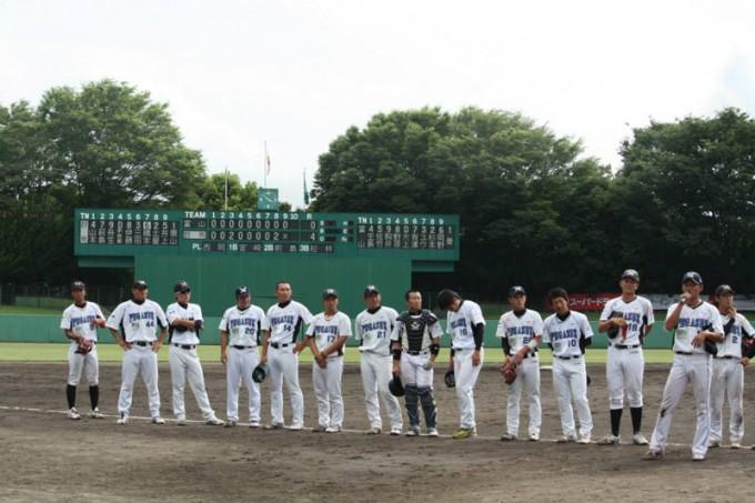 勝利の後は選手がマイクを握ってスタンドの声援に応える Photo by 世界の野球写真展×旅
