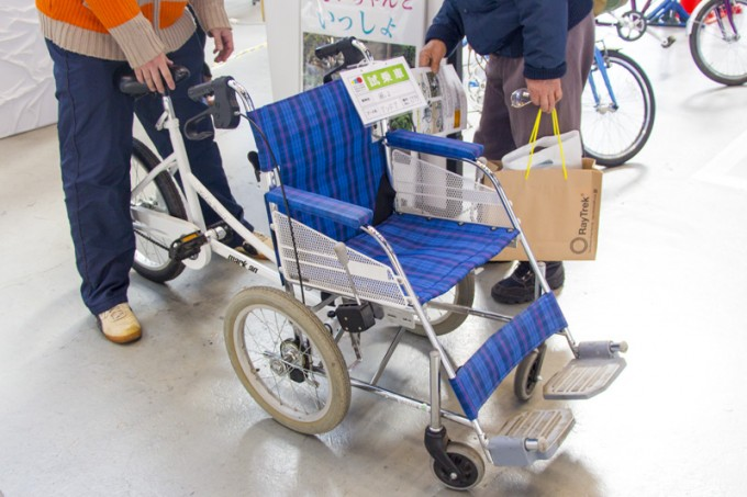 介護を助ける車椅子付き自転車も