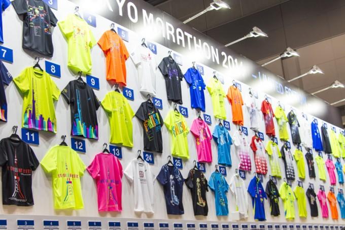 カラフルな限定Tシャツは誰でも購入可能