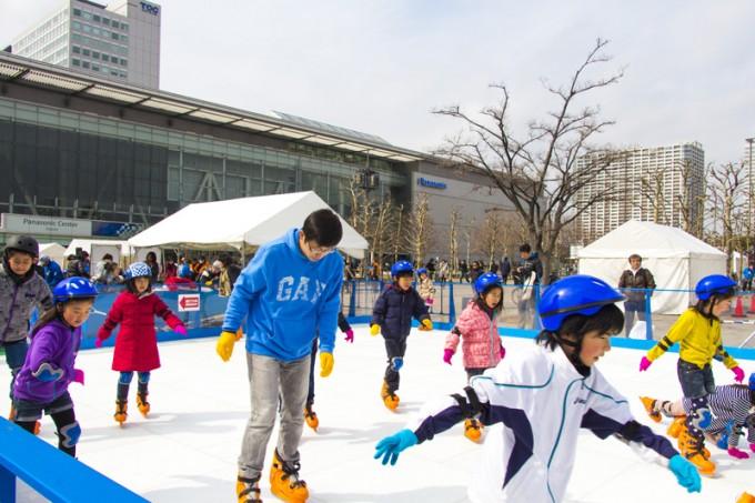 子どもといっしょに楽しめるスポーツコーナーにはスケートリンクも