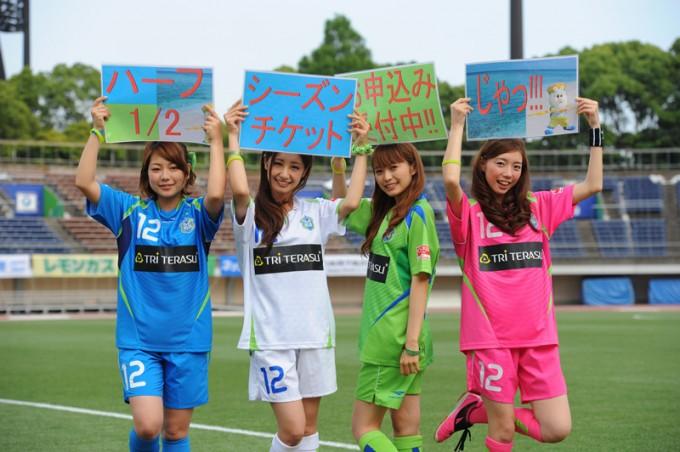 2013年「ベルマーレクイーン」としての活動時のかすみんさん(右から2番目) Photo by 湘南ベルマーレ