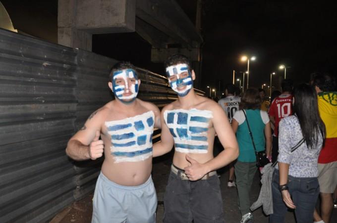 ギリシャ人サポーターは少ないながらも熱狂的
