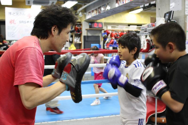 伝説のボクサーから教わる「礼儀と強さ」 親子でボクシングに挑戦!