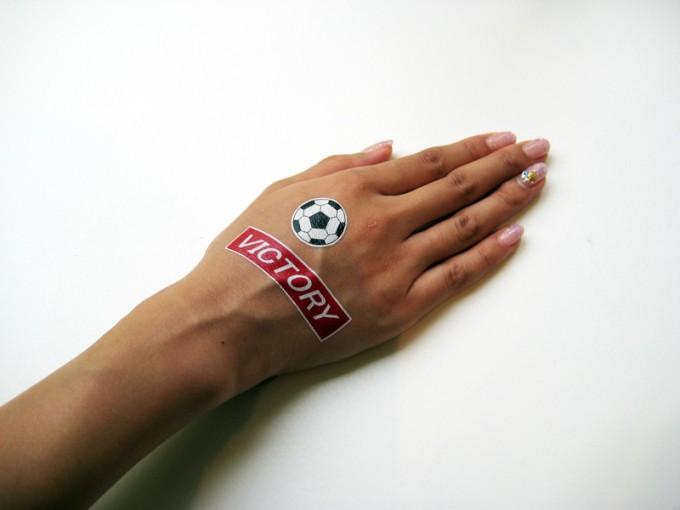「国際試合の時などは、国旗のタトゥーシールがおすすめです」(竹之内さん)