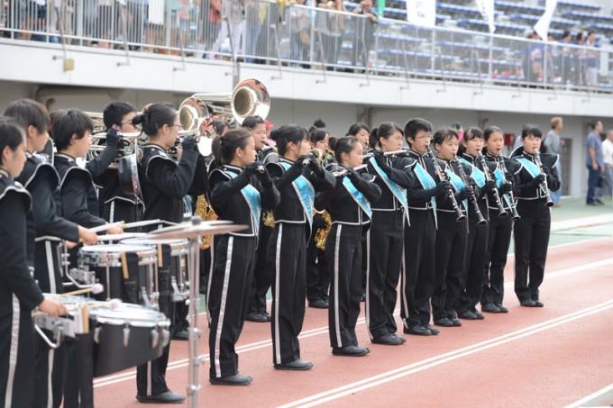 競技以外でも、小・中学生による吹奏楽やチアリーディングなども