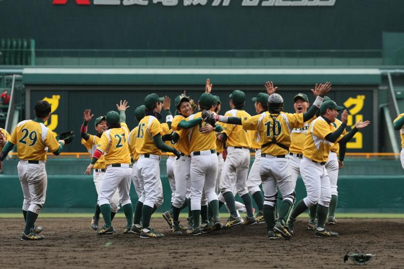 草野球で目指せ甲子園! 国内最大級の草野球大会『ストロングリーグ』に挑戦しよう