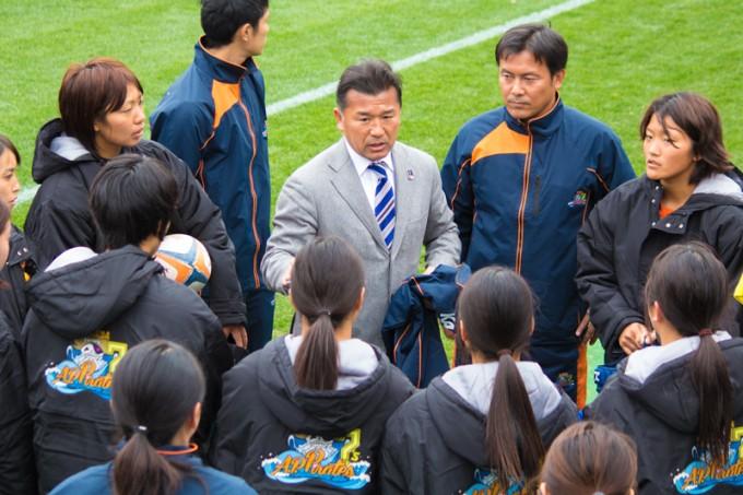 かつて世界選抜にも選ばれた日本ラグビー界の伝説、吉田義人監督