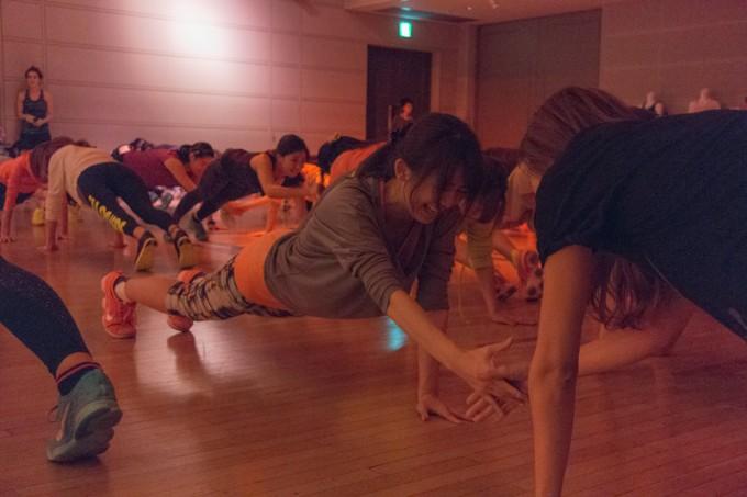 「辛かったら膝をついてもいいよ」というトレーナーさんの言葉に甘える女子は皆無。私もなんとか踏ん張りました(笑)。