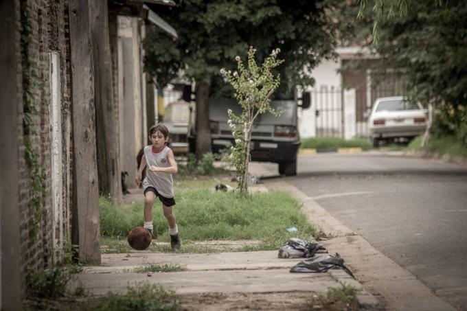 世界で最も活躍した選手に贈られるバロンドールを4年連続で受賞し、2014年ワールドカップブラジル大会のMVPにも輝いたリオネル・メッシ選手の伝記ドキュメンタリー『メッシ』