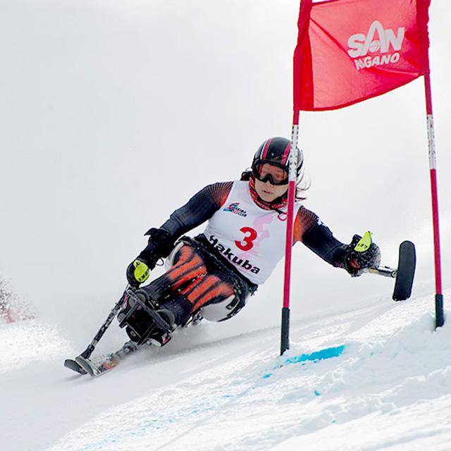潜在能力を最大限に引き出して攻める。チェアスキーで立つ世界の頂点、そしてその先へ。