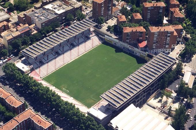 エスタディオ・デ・バジェカスは住宅街の中心に建てられている(クラブ公式サイトより)