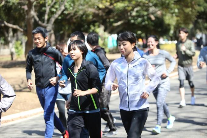代々木公園でのトレーニングセッションでは福内櫻子選手(陸上)、宮脇花輪選手(フェンシング)が参加
