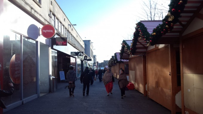 のんびりした商店街はロンドンにはない郊外感