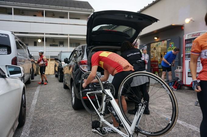 安全に輪行するために自転車をパーツごとに分ける講習会も行ってくれます。