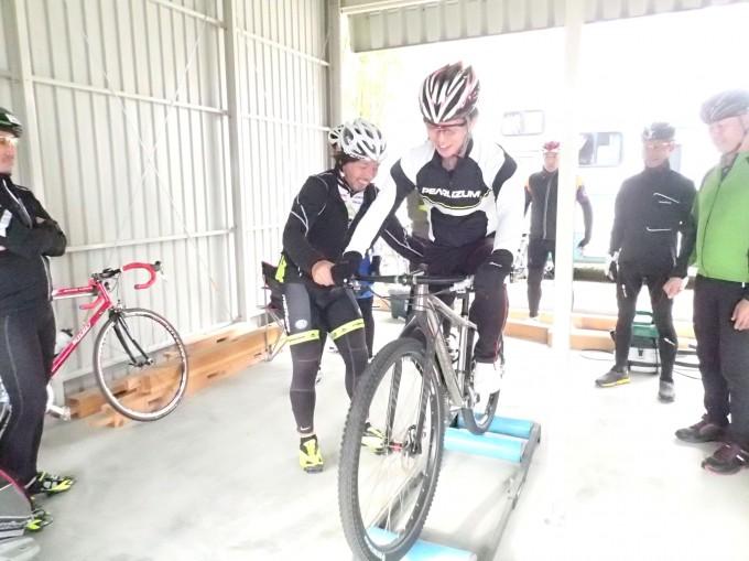 ペダルを縦(真下)に踏み込んでいると自転車が上下に激しく揺れてうまくバランスが取れません