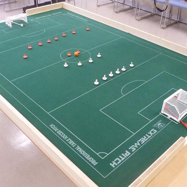 タモリさんも興味津々、指を使うサッカー「おはじきサッカー」に迫る