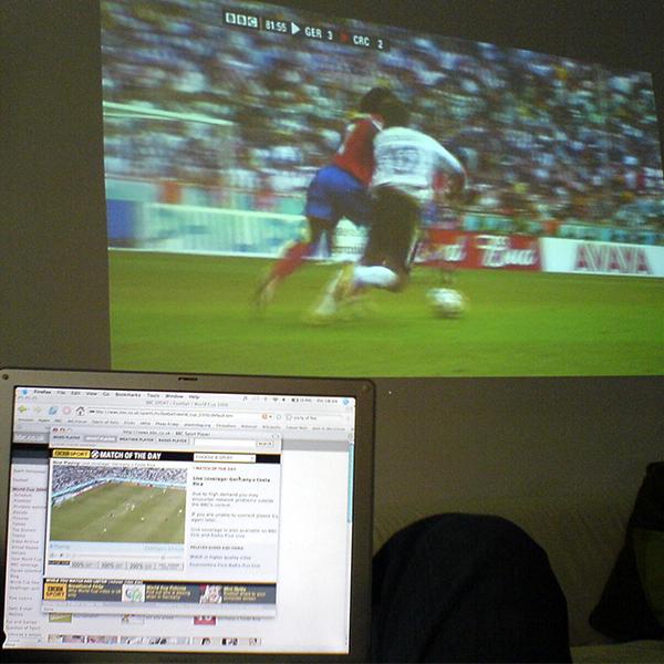 賛否両論。サッカーのビデオ判定「VAR」とは
