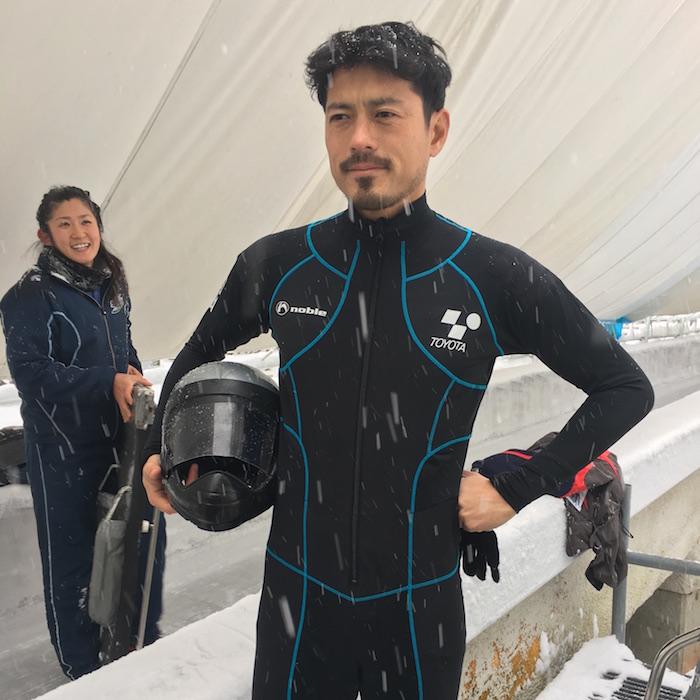 時速120kmで氷上を滑り抜ける。スケルトン体験