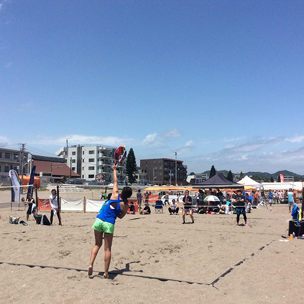 ビーチテニスは海だけではない!?常設コートあり!ビーチテニスの魅力に迫る!