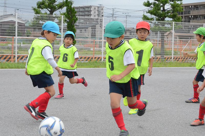フットサルで幼児のコミュニケーション能力や自主性を育む!~東京いずみ幼稚園の課外教室~