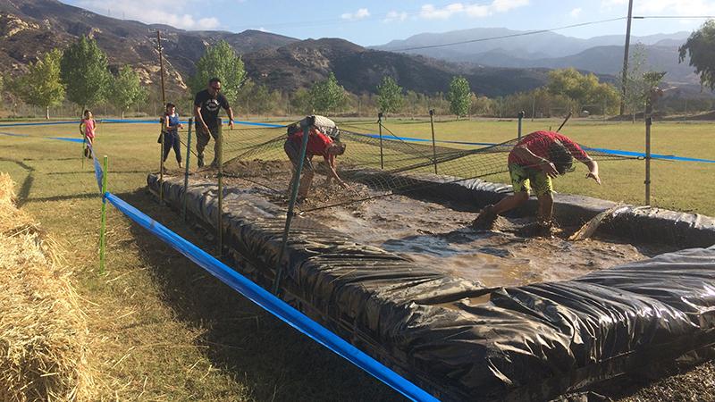 大人の泥遊びを子供にも。障害物レースが新たな家族向けイベントに。