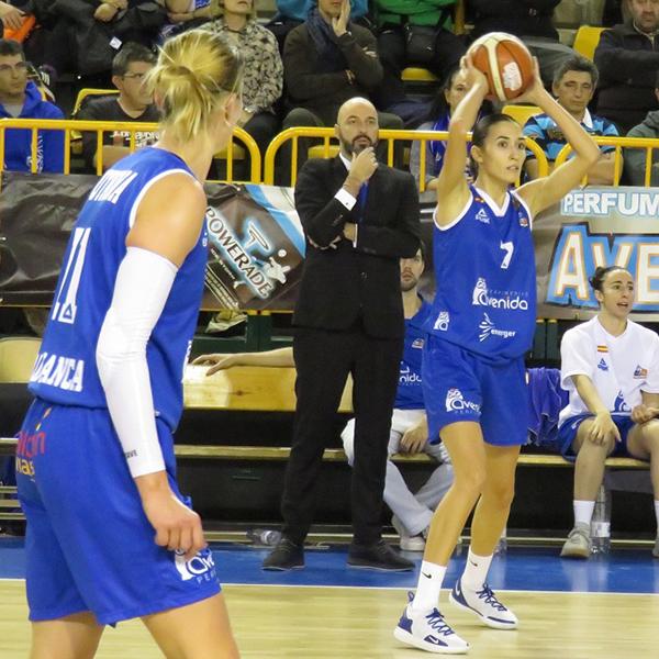 スペイン女子プロバスケットボールチーム Perfumerías Avenida Baloncesto Salamanca – 小さな街の強豪チームとファンとの絆 –