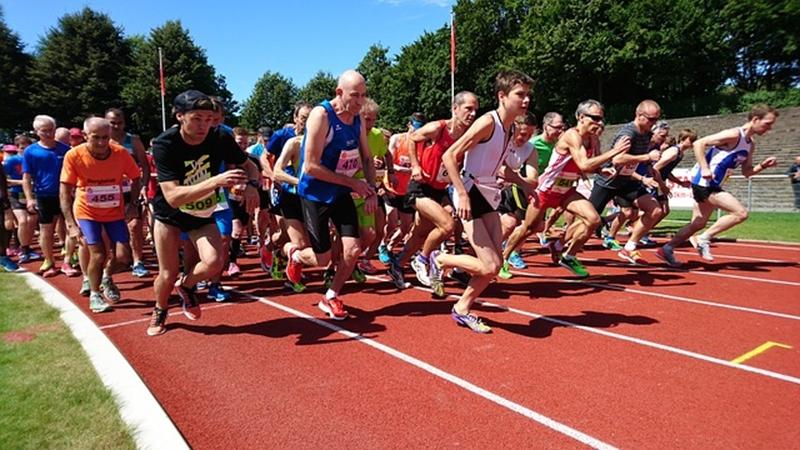 マラソンのトレーニングにランニングマシンを使うメリットやデメリットを紹介