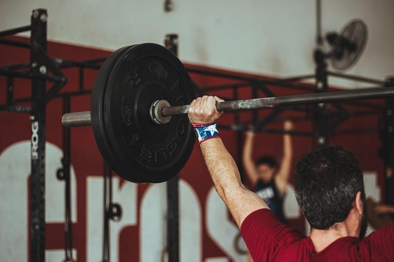 スクワットでより重量を持ち上げるにはフォームに注目!どんなフォームがいいの?