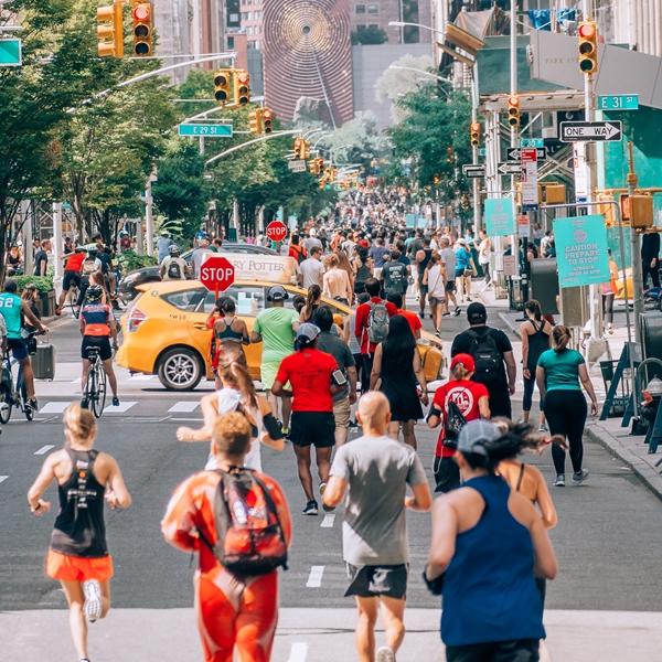 彼女がマラソンを走ったら。新作映画『Brittany Runs a Marathon』で見る米国ランナー事情