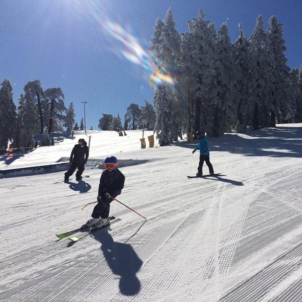 スキーとスノーボード、どちらが痩せる?どちらがキツイ?
